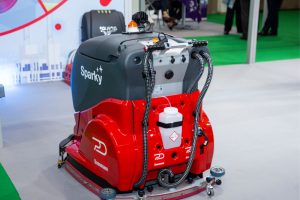 FM LIVE: Sparky - the cleaning robot