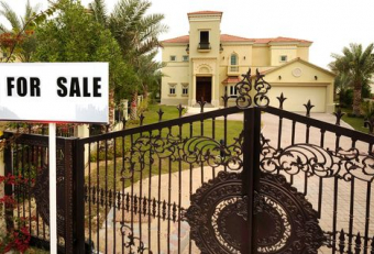 How many brokers work in Dubai's property market?